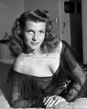RITA HAYWORTH LEGNEDARY ACTRESS - 8X10 PUBLICITY PHOTO (AZ544)