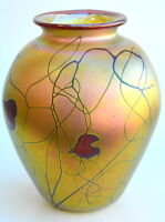Gold Luster Vase with Red Heart Design by Saul Alcaraz. Blown Glass