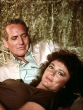 Jacqueline Bisset and Paul Newman UNSIGNED photo - L5304 - When Time Ran Out