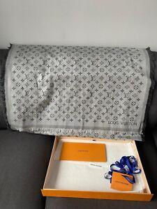 Louis Vuitton Monogram Essential Stole Grey Scarf