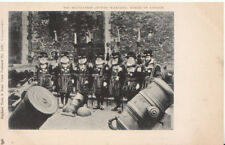 London Postcard - The Beefeaters [Tower Warders] Tower of London - Ref 1424A