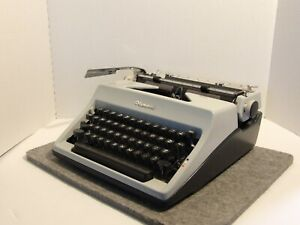 Olympia SM8 manual portable typewriter, cleaned, works, with new ribbon
