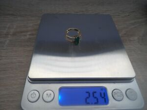 Lovely 14ct/18ct gold delicate square emerald and diamond ring