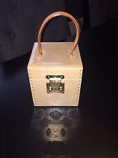 Caja de Embrague de Louis Vuitton Bleecker uñas