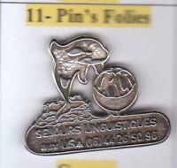 Pin's Folies * Metal argenté silver sejours linguistiques USA orque orca Baleine