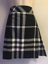Burberry Skirt Golf Pleated Blue Black White Check Plaid Size 10