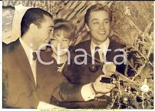 1960 PARIS MONTMARTRE Pugile Aissa HASHAS con Romy SCHNEIDER e Alain DELON *Foto