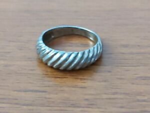 Sterling Silver Genuine Shell Band Ring Size 8 - 4.1 grams