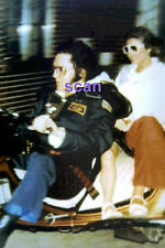 LISA MARIE SQUASHED BETWEEN ELVIS PRESLEY & GINGER TRI-BIKE 4/8/77 PHOTO CANDID