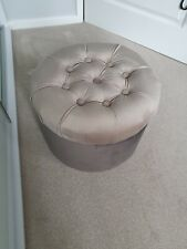 Round Velvet Padded Pouffe Footstool Seating stool Handicraft color beige /brown
