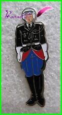 Pin's Un gendarme Gendarmerie Tenue de Motard Casque  #251