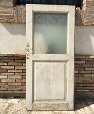 Antica porta a un anta in legno massello bugnata con vetro laccata bianca