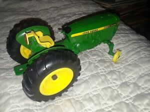 1/16 John Deere 2440 Tractor Toy