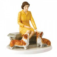 Royal Doulton Her Majesty At Home Hn 5807 Limited Edition of 2000 New