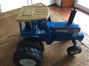 VINTAGE ERTL DIECAST LARGE FORD TW-15 TWIN WHEEL TRACTOR 1/12
