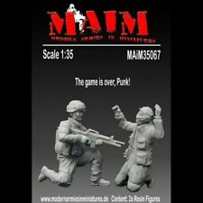 US Army Soldier with capt. Insurgent (2 Fig.) 1/35 Scale