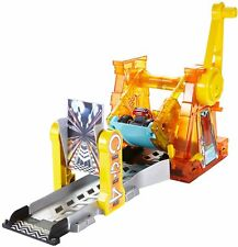 Blaze and the Monster Machines DTK34 Light & Launch Hyper Loop Playset