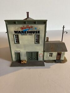 HO Scale Train Built-up Wally's Warehouse Building w/Accessories Nice!