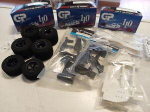 Formel 1 Front- und Heckflügel weiß + schwarz + Tamiya F103 Moosgummiräder