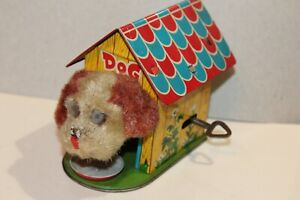 VERY NICE VINTAGE 1950'S TIN LITHO WIND UP DOG HOUSE with EATING DOG
