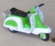 Green & White in plastica e metallo SCOOTER Casa delle Bambole Accessorio da giardino in miniatura