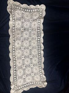 OLD VINTAGE HAND CROCHET LACE TABLE CLOTH /RUNNER DOILLEY,74x33CM ACROSS,G/C