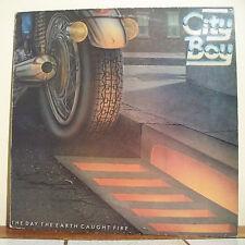 """33T CITY BOY Disque LP 12"""" THE DAY THE EARTH CAUGHT FIRE Moto VERTIGO 6360173 1"""