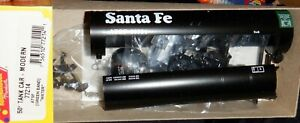 Roundhouse HO scale Kit - 50' Modern Tank Car Santa Fe #98524 green band 77214