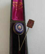 Due FAB vittoriano antico con custodia in pelle micro mosaico e Intaglio Set STICK PIN