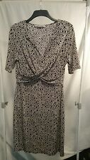 Basque Petites Ladies Dress in a Black and White Print Size 16