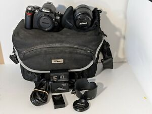 Nikon D40X Digital SLR Camera 10.2MP w/ AF-S DX 18-55mm Lens Cords Bag