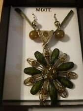 MIXIT Necklace And Earring Set Flower New In Box