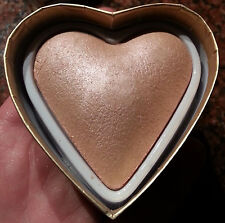 Makeup Revolution BLUSHING HEARTS Triple Baked Highlighter - GODDESS OF LOVE