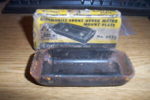 NORS OLDSMOBILE 1937-50 6 & 8CYL. FRONT UPPER MOTOR MOUNT PLATE #754354