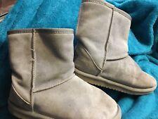 UGG Australia Gray Classic Short Winter Boots Girls Size US 5  Euro 35