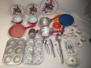 Lot TIN LITHO & Plastic DISHES LITTLE RED RIDING HOOD CHILDS tea set Baking