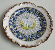 Italie. Assiette en faïence décor polychrome renaissance, deb XXe