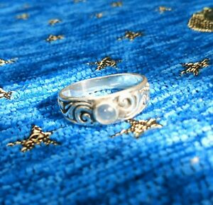 Sterling Silver Ring With Filigree And Moonstone