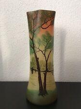 Vase en verre soufflé émaillé à décor lacustre sur fond jaune orangé de Legras