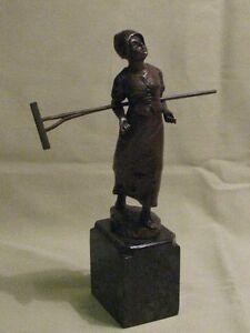Bronze Figur Frau mit Harke signiert: schmidt Felling
