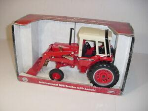 1/16 International 986 Tractor W/Loader by ERTL (2002) W/Box!
