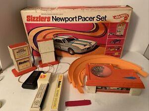 Mattel Hot Wheels Vintage 1969 SIZZLERS Newport Pacer Set w/Box & 2Juice Machine