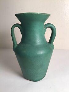 Old Kentucky Waco Bybee Arts & Crafts Pottery Matte Green Urn Vase