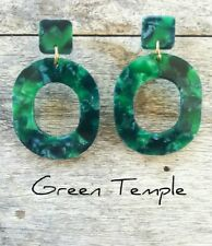 NEW! GORGEOUS LADIES LIGHT EMERALD GREEN RESIN CONTEMPORARY VOGUE EARRINGS