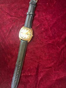 Vintage Helbros  Mens Gold Tone Self-Winding Automatic Watch Hours~Day Date