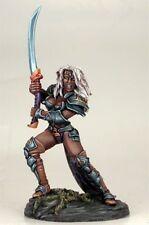 DARK SWORD MINIATURES - DSM7407 Female Dark Elf w/Bastard Sword