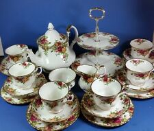 CLASSIC QUALITY ROYAL ALBERT OLD COUNTRY ROSES 22 PIECE TEA SET
