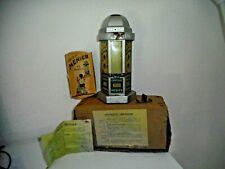 KIOSQUE  DISTRIBUTEUR  CHOCOLAT MENIER  1930 avec son carton et sa boite