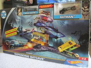 Mattel Hot Wheels DC Universe Expanding Batcave Playset w/ 2 Vehicles