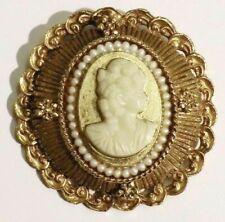 broche ancienne couleur or décor relief camée buste femme qualité /26